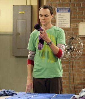 The Big Bang Theory - Penny vertraut Sheldon (Jim Parsons) ein Geheimnis an....