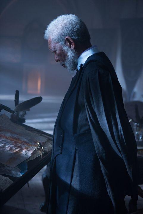 Als der von einer besseren Welt träumende Lord Bartok (Morgan Freeman) von dem Gesandten seines Kaisers hingerichtet wird, beginnen seine Truppen ei... - Bildquelle: Wild Bunch
