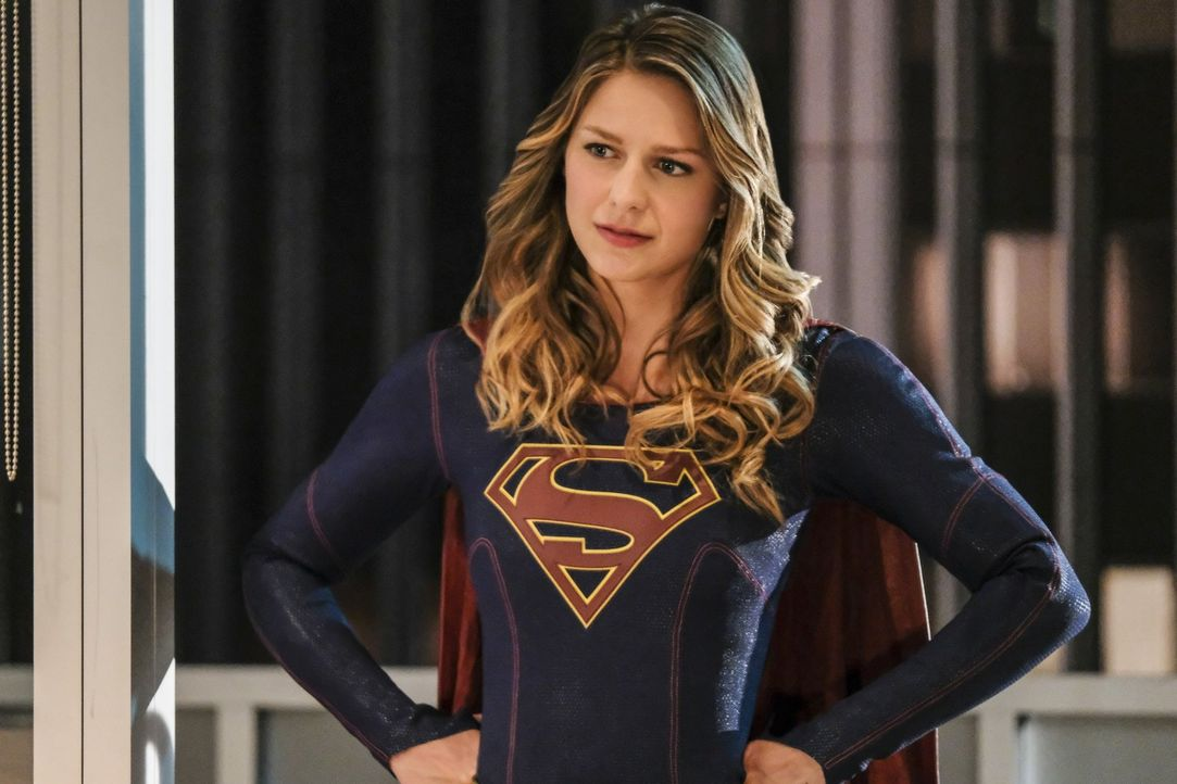 Die Superheldin (Melissa Benoist) steht vor einem riesen Problem: Sie muss als Kara und als Supergirl gleichzeitig auf Lenas Party erscheinen ... - Bildquelle: 2016 Warner Bros. Entertainment, Inc.