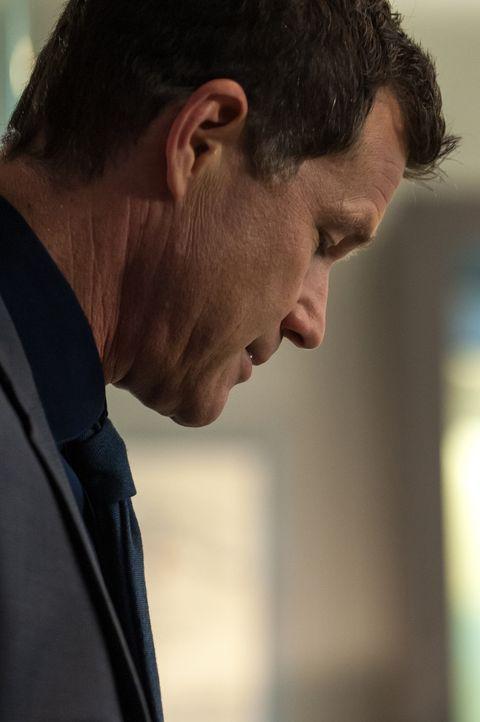 Nachdem ein Wissenschaftler, der Carrie zuvor untersucht hatte, ermordet aufgefunden wurde, beginnt sie gemeinsam mit Al (Dylan Walsh) zu ermitteln... - Bildquelle: 2013 Sony Pictures Television Inc. All Rights Reserved.