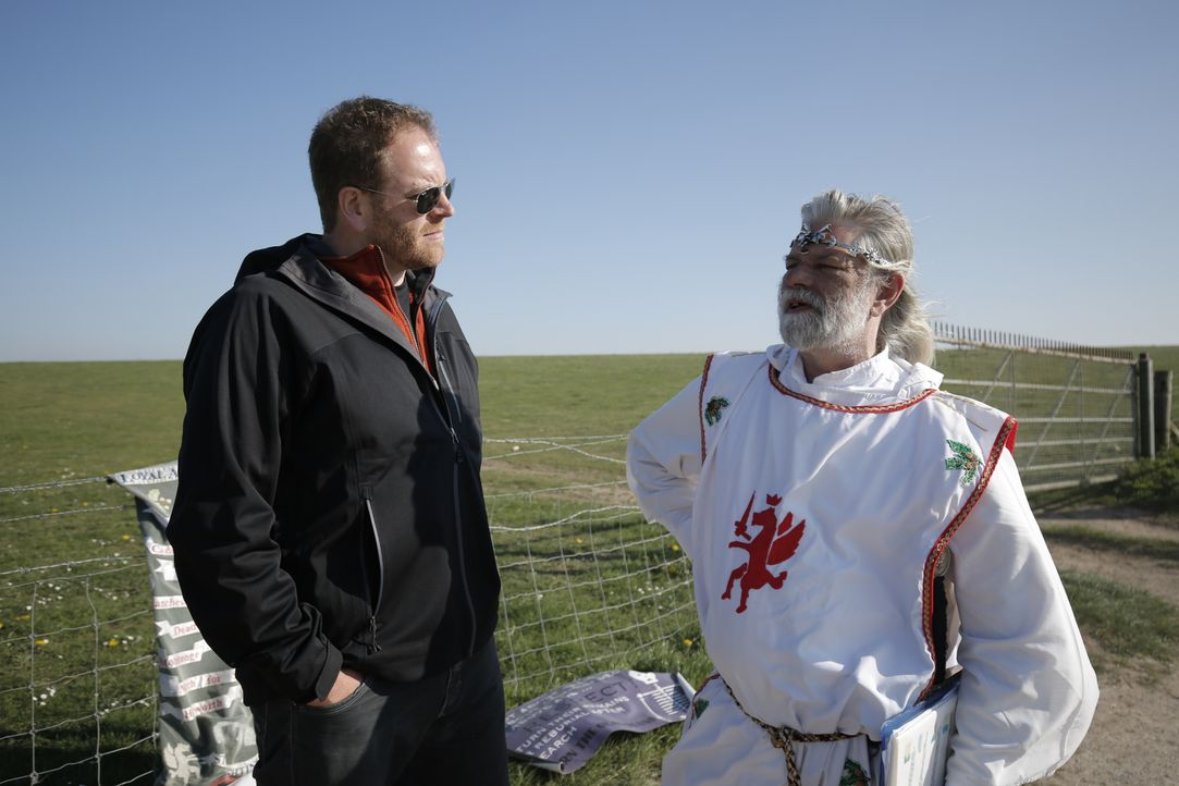 Die Sage um König Artus ist weltweit bekannt. Doch entspricht irgendetwas davon der Wahrheit? Josh Gates (l.) begibt sich auf Spurensuche ... - Bildquelle: 2015,The Travel Channel, L.L.C. All Rights Reserved