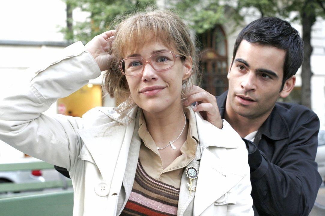 Lisa (Alexandra Neldel, l.) ist todtraurig: David (Mathis Künzler, r.) hat sich entschlossen, Mariella nach Südafrika nachzureisen. Umso gerührter i... - Bildquelle: Noreen Flynn Sat.1