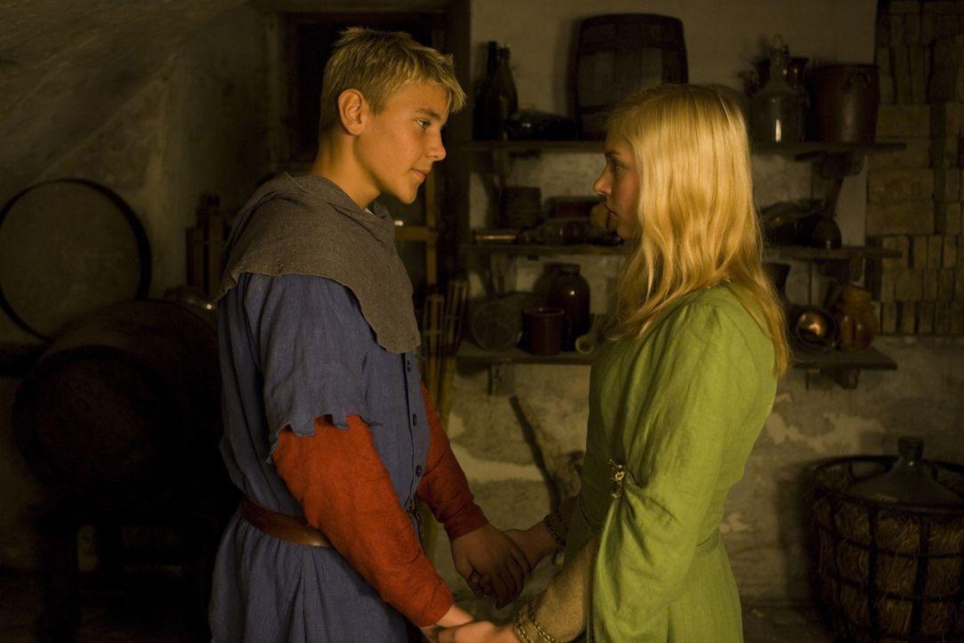 Kommen sich näher: Katrine (Julie Grundtvig Wester, r.) und Mathias (Nicklas Svale Andersen, l.) ... - Bildquelle: Nordisk Film International Sales