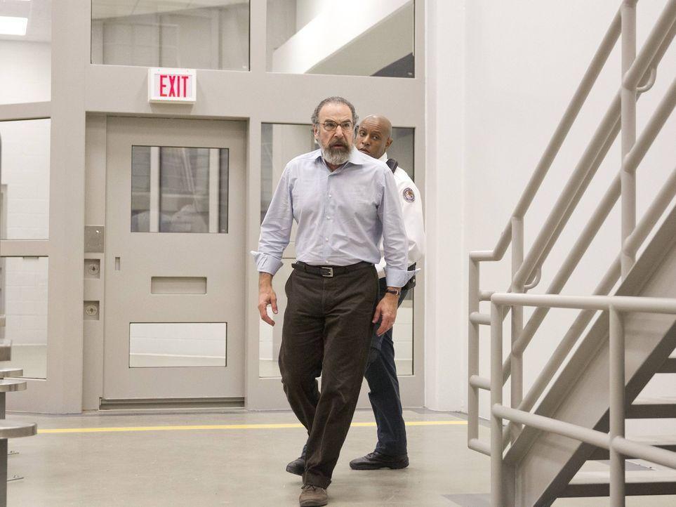 Als es so aussieht, als würde Brody seine Mission nicht ausführen, gibt Saul (Mandy Patinkin) den Auftrag, ihn zu beseitigen ... - Bildquelle: 2013 Twentieth Century Fox Film Corporation. All rights reserved.