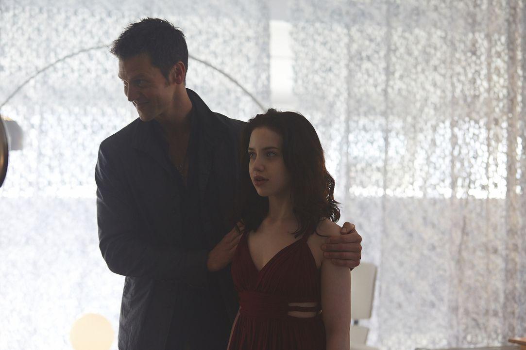 Aleister (Sean Rogerson, l.) braucht Savannah (Kiara Glasco, r.) für ein ganz besonderes Ritual ... - Bildquelle: 2015 She-Wolf Season 2 Productions Inc.