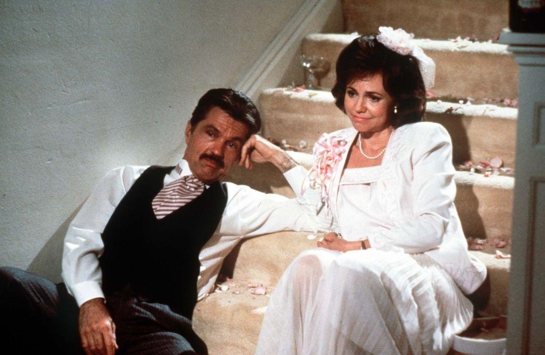 Erst nachdem sie ihre Tochter mit einer fast perfekten Hochzeit unter die Haube gebracht haben, können M'Lynn (Sally Field, r.) und ihr Mann Drum (... - Bildquelle: TriStar Pictures