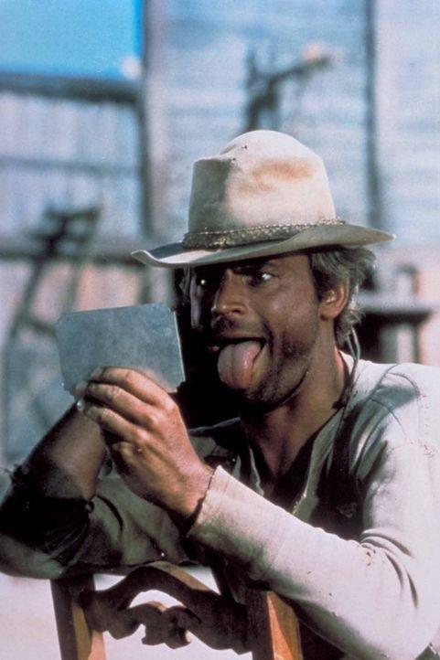 Nobody (Terence Hill) trainiert fleißig für den großen Kiss-Lookalike-Contest ... - Bildquelle: Universal Pictures
