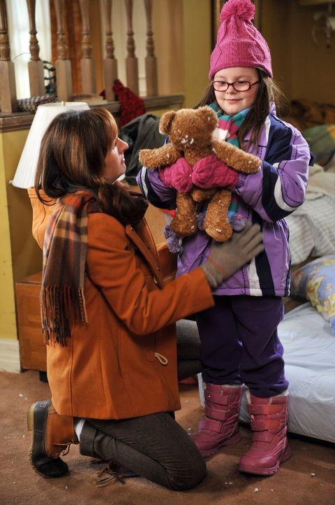 Frankies Eltern laden die Hecks zum gemeinsamen Thanksgiving ein. Doch als Frankies Schwester Janet (Molly Shannon, l.) mit ihrer Tochter Lucy (Marl... - Bildquelle: Warner Brothers