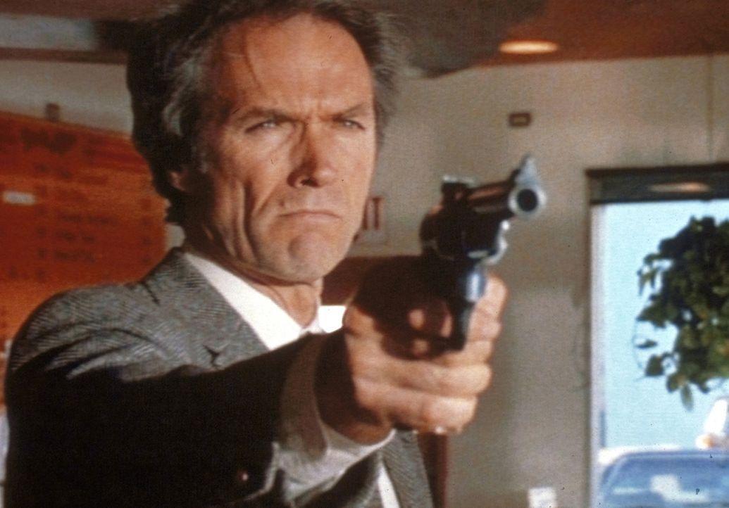 Wieder einmal auf Verbrecherjagd: Dirty Harry (Clint Eastwood) ... - Bildquelle: Warner Bros.