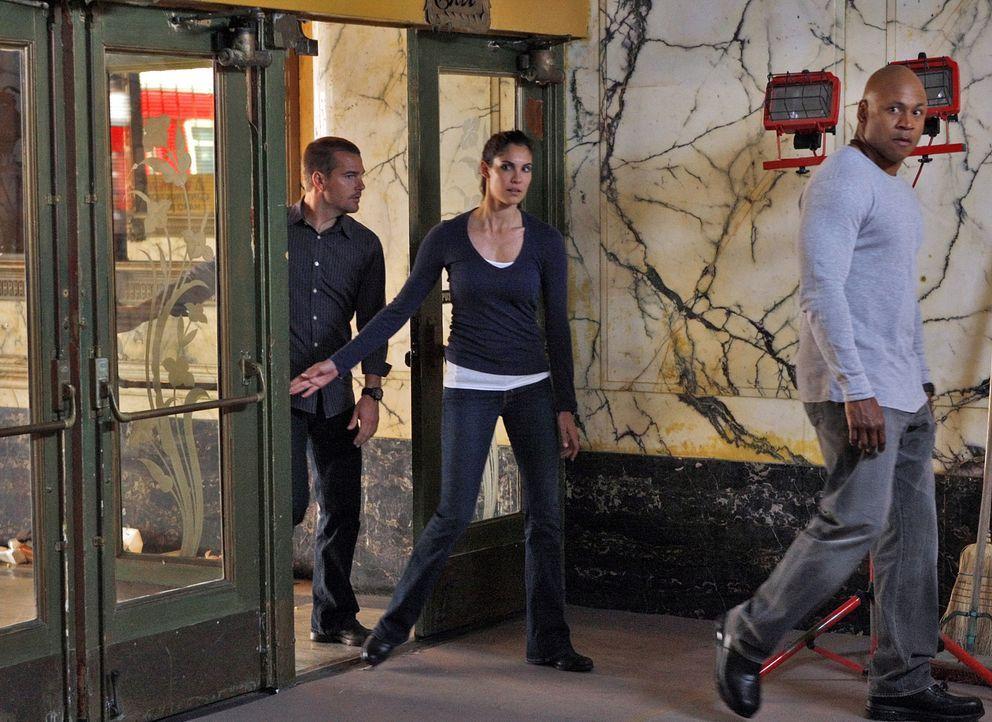 Machen sich Sorgen um Dom: Kensi (Daniela Ruah, M.), Callen (Chris O'Donnell, l.) und Sam (LL Cool J, r.) ... - Bildquelle: CBS Studios Inc. All Rights Reserved.