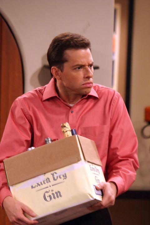 Alan (Jon Cryer) ist mit den Vorbereitungen für die Party beschäftigt ... - Bildquelle: Warner Bros. Television