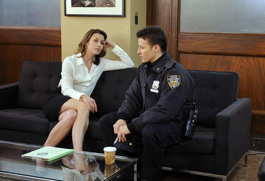Jamie (Will Estes, r.) bittet seine Schwester Erin (Bridget Moynahan, l.) um Hilfe ... - Bildquelle: 2010 CBS Broadcasting Inc. All Rights Reserved