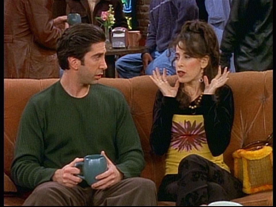 Janice (Maggie Wheeler, r.) will sich von Ross (David Schwimmer, l.) trennen, weil sie sein Gejammer nicht mehr ertragen kann. - Bildquelle: TM+  2000 WARNER BROS.