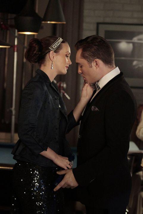 Während Eleanor Blair (Leighton Meester, l.) ein Ultimatum stellt, trifft Chuck (Ed Westwick, r.) auf einen unerwarteten Verbündeten als er versucht... - Bildquelle: Warner Brothers
