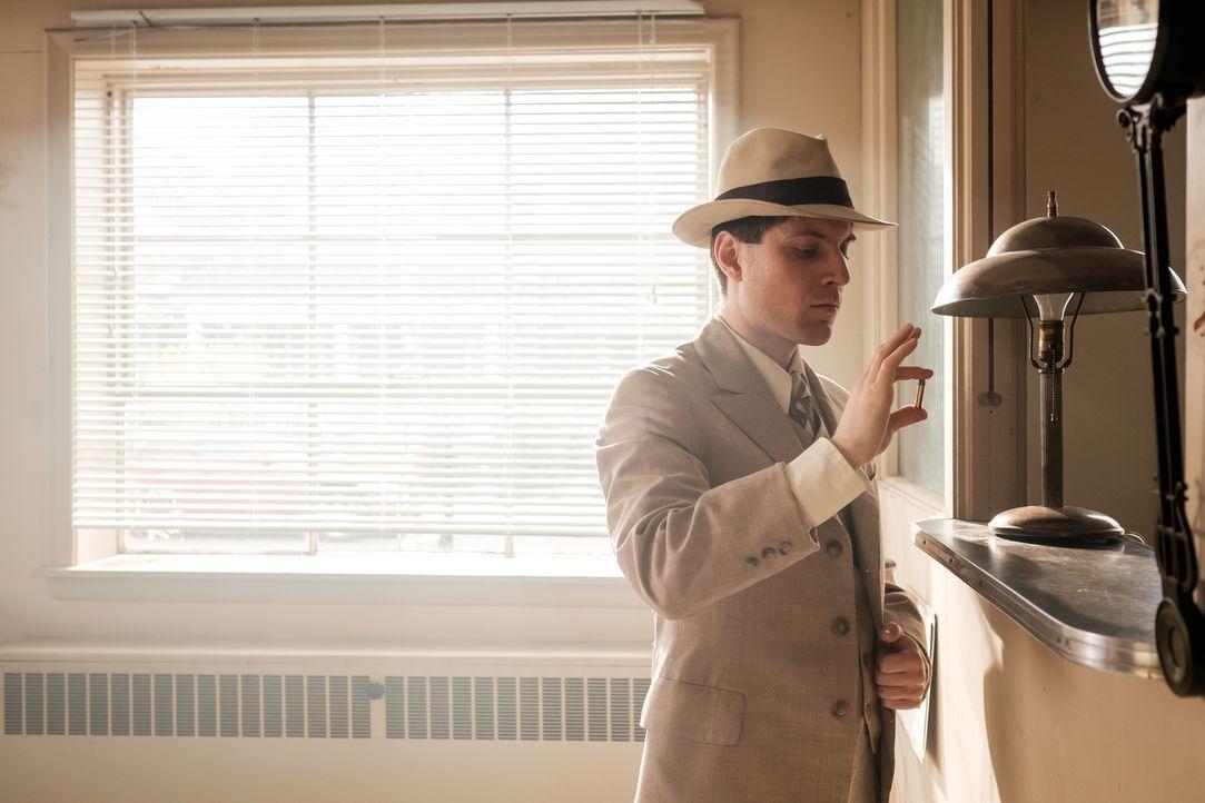 Der gewiefte Sheriff Bob Baker (Jake Zabusky) schleust sich bei der berühmt-berüchtigten Ashley Gang ein, um dem Schrecken endlich ein Ende zu setzt... - Bildquelle: Darren Goldstein Cineflix 2015