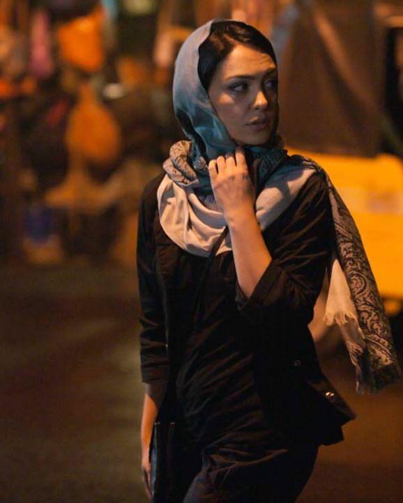 Die Ermittlungen gehen weiter: Fara (Nazanin Boniadi) beschattet gemeinsam mit Quinn einen Verdächtigen, der Kontakt zu Haqqani pflegt ... - Bildquelle: Homeland   2014 Twentieth Century Fox Film Corporation