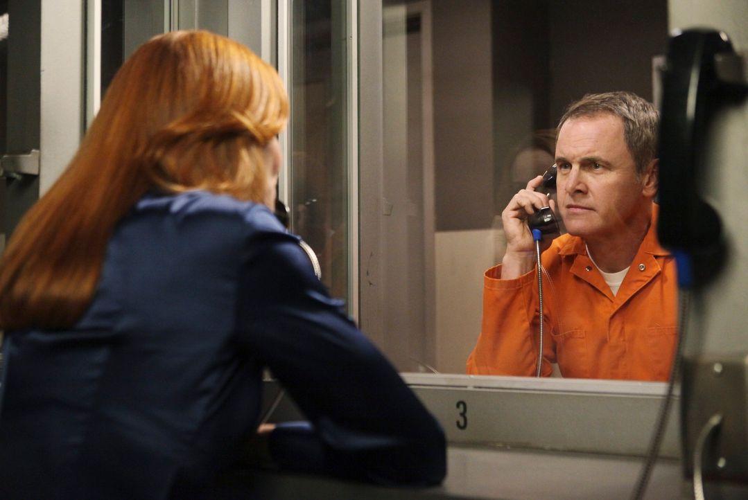 Während Gaby alle Hebel in Bewegung setzt, damit sich Carlos besser fühlt, erhält Bree (Marcia Cross, l.) von Paul Young (Mark Moses, r.) eine schoc... - Bildquelle: ABC Studios