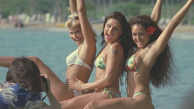 Auf Hawaii verbringt eine Gruppe ehemaliger Studentinnen (Amy Lindsay, l., Be...