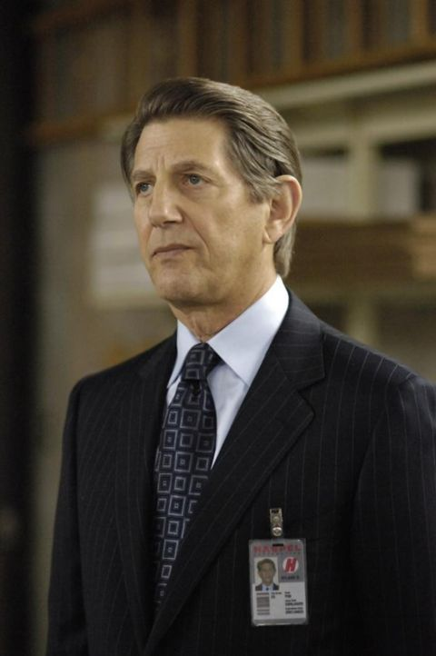 Nach alldem, was geschehen ist, glaubt Richard, dass es nur eine Frage der Zeit ist, bis seine Tochter, die nun bei Ryland (Peter Coyote) arbeitet,... - Bildquelle: Viacom Productions Inc.