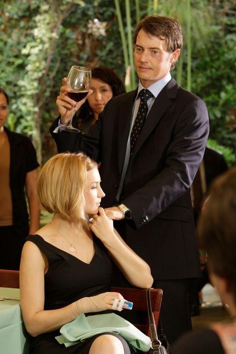 Ryan Keller (Jason London, r.) und Grace Adams (Rachael Leigh Cook, l.) trauern um ihren gemeinsamen Freund Lucas ... - Bildquelle: ABC Studios