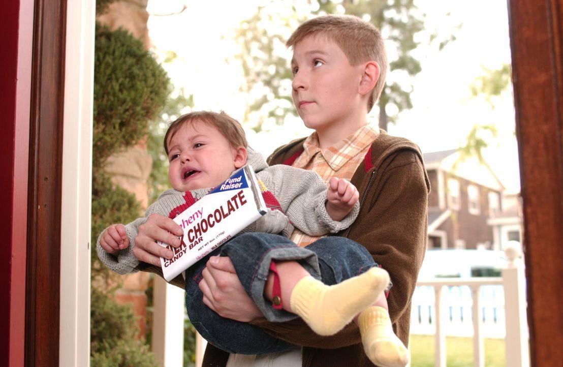 Mit miesen Tricks gelingt es Dewey (Eric Per Sullivan, r.), mehr als eintausend Tafeln Schokolade zu verkaufen ... - Bildquelle: TM +   2000 Twentieth Century Fox Film Corporation. All Rights Reserved.