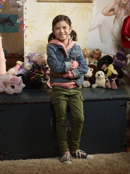 (1. Staffel) - Die junge Trixie (Scarlett Estevez) findet sofort Gefallen an dem mysteriösen neuen Mann im Leben ihrer Mutter Chloe ... - Bildquelle: 2016 Warner Brothers