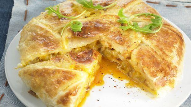 Zwiebelkuchen mit Blätterteig für den rustikalen Genießer