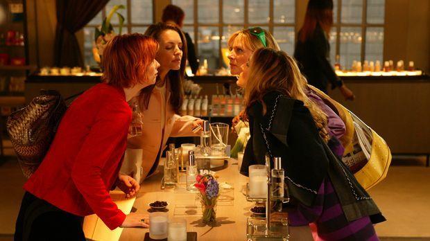 Carrie (Sarah Jessica Parker), Miranda (Cynthia Nixon), Charlotte (Kristin Da...