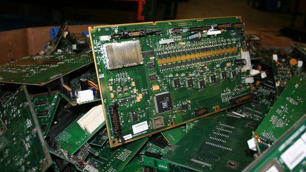 Während alte elektrische Geräte noch vor einigen Jahren einfach weggeworfen w...