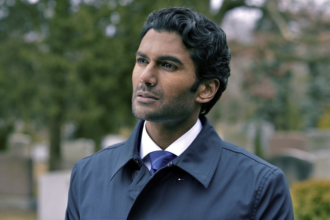 Was hat Gabe (Sendhil Ramamurthy) am Grab von Vanessa Chandler verloren? - Bildquelle: 2012 The CW Network, LLC. All rights reserved.
