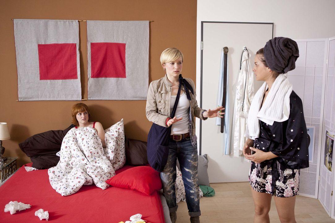 Was ist zwischen Emma (Kasia Borek, M.), Jenny (Lucy Scherer, r.) und Sophie (Franciska Friede, l.) los? - Bildquelle: SAT.1