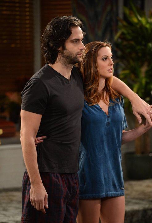 Um ihr Sexleben aufzupeppen, schließen Danny (Chris D'Elia, l.) und Sabrina (Eva Amurri, r.) auch gerne mal Justin in einer Nebenrolle mit ein ... - Bildquelle: Warner Brothers