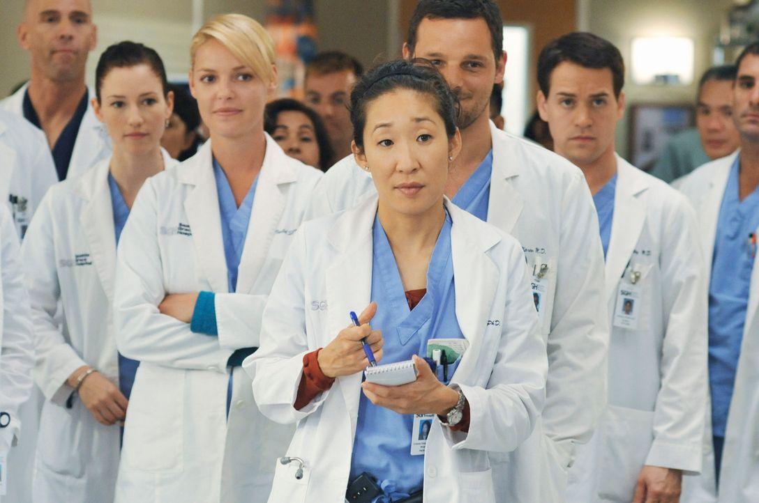 In der Klinik wartet etwas ganz Besonderes auf die Assistenzärzte (Chyler Leigh, 2.v.l., Katherine Heigl, 3.v.l., Sandra Oh, M., Justin Chambers, 3... - Bildquelle: Touchstone Television