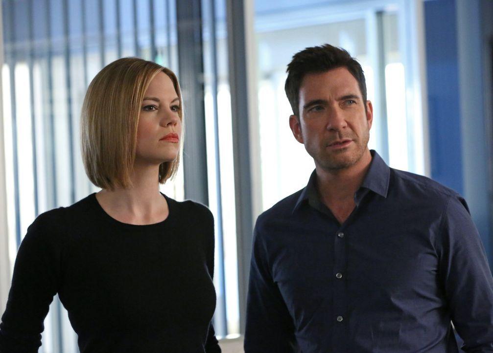 Auf der Suche nach einem gefährlichen Stalker: Jack (Dylan McDermott, r.) und Janice (Mariana Klaveno, l.) ... - Bildquelle: Warner Bros. Entertainment, Inc.