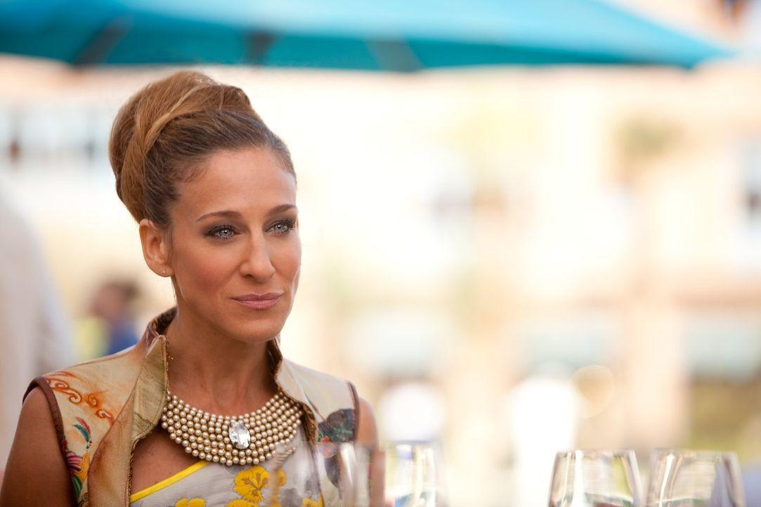 Kaum in Abu Dhabi angekommen, erwartet Carrie (Sarah Jessica Parker) eine Versuchung in Form ihres Ex-Freundes Aiden ... - Bildquelle: Warner Brothers