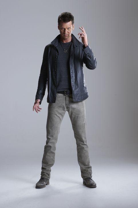 (2. Staffel) - Nachdem seine Mutter ihn töten wollte, schwört Aleister (Sean Rogerson) Rache und will mit einem Blutzauber sowohl die Hexen als auch... - Bildquelle: 2015 She-Wolf Season 2 Productions Inc.