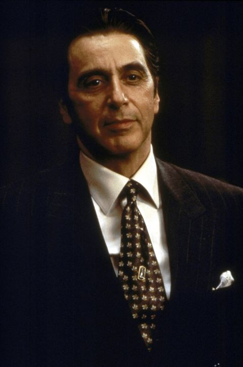 John Milton (Al Pacino), Chef einer weltweit operierenden, gigantischen Kanzlei, holt den jungen Anwalt Kevin Lomax nach New York. Nicht ohne einen... - Bildquelle: Warner Bros.