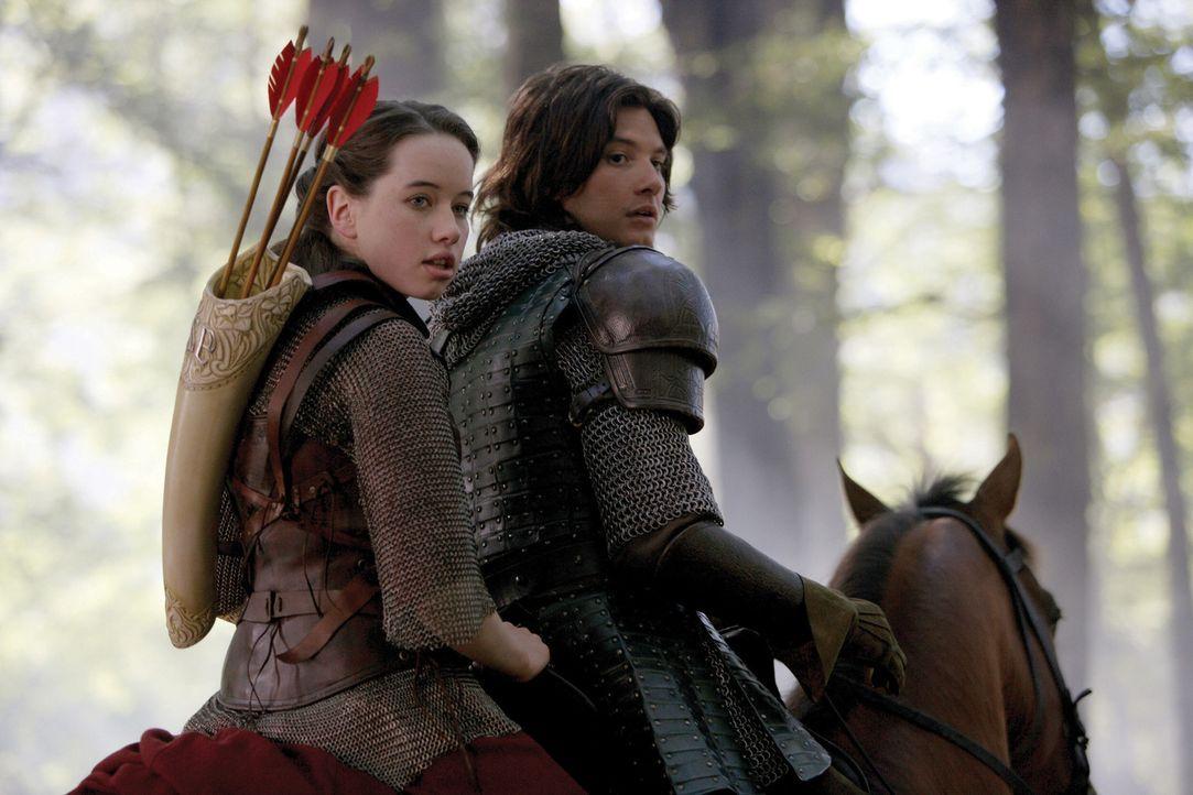 Susan (Anna Popplewell, l.) und Prinz Kaspian (Ben Barnes, r.) kämpfen mit aller Macht gegen die Telmarer und König Miraz, der den rechtmäßigen... - Bildquelle: Disney - ABC - ESPN Television