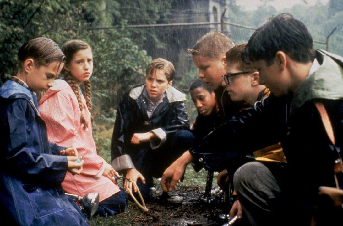Vor 30 Jahren kämpften Eddie (Adam Faraizl), Beverly (Emily Perkins), Bill (Jonathan Brandis), Mike (Marlon Taylor), Ben (Brandon Crane), Richie (Se... - Bildquelle: Warner Bros.