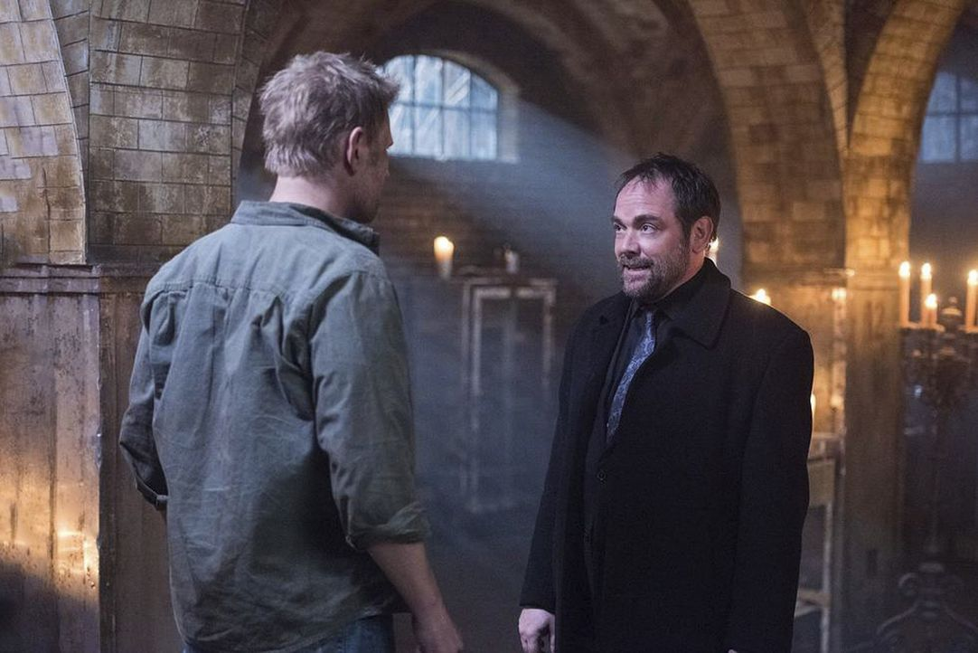 Lucifer (Mark Pellegrino, l.); Crowley (Mark Sheppard, r.) - Bildquelle: Dean Buscher 2016 The CW Network, LLC. All Rights Reserved/Dean Buscher