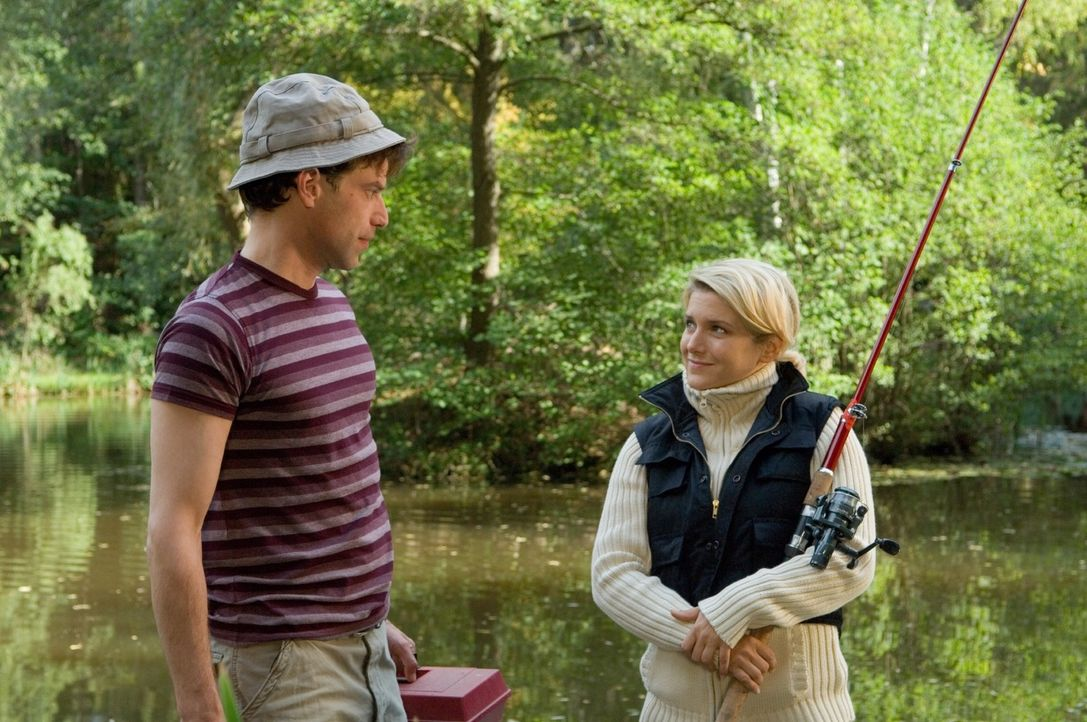 """Wie angelt man sich einen """"untreuen"""" Ehemann? Markus (Johannes Brandrup, l.) und Franziska (Jeanette Biedermann, r.) kommen sich langsam näher ... - Bildquelle: Martin Kurtenbach Sat.1"""