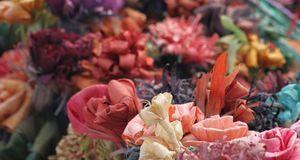 Papierblumen sind kleine Kunstwerke für Ostern. Selbst gemacht beglücken sie...