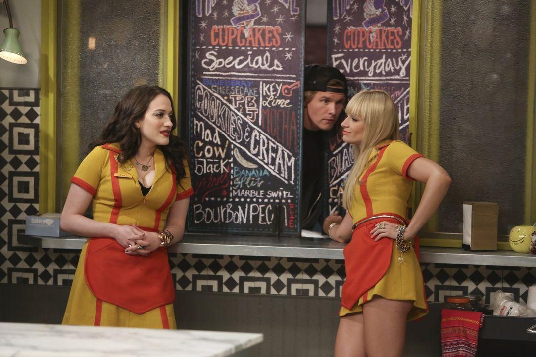 Als bei Max (Kat Dennings, l.) und Caroline (Beth Behrs, r.) überraschend die Kundschaft ausbleibt, stellen sie fest, dass sie den Startschuss eines... - Bildquelle: Warner Brothers