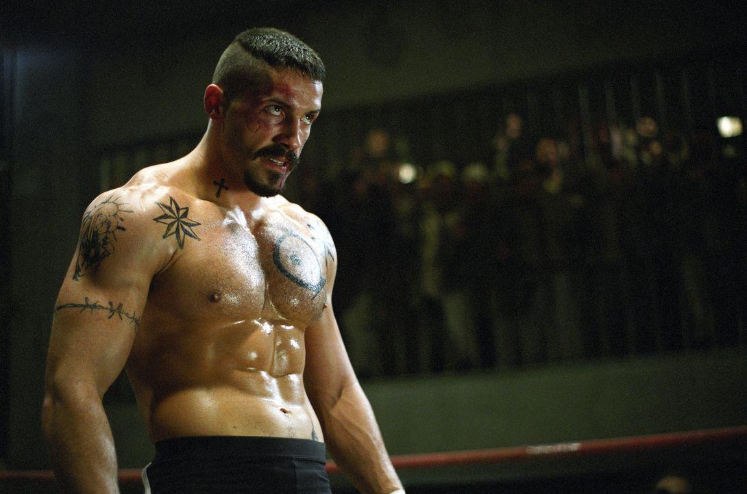 Der böswillige Knast-Champion Yuri Boyka (Scott Adkins) boxt seit Jahren bei Gefängniskämpfen und wartet schon auf sein nächstes Opfer: den fris... - Bildquelle: Nu Image Films