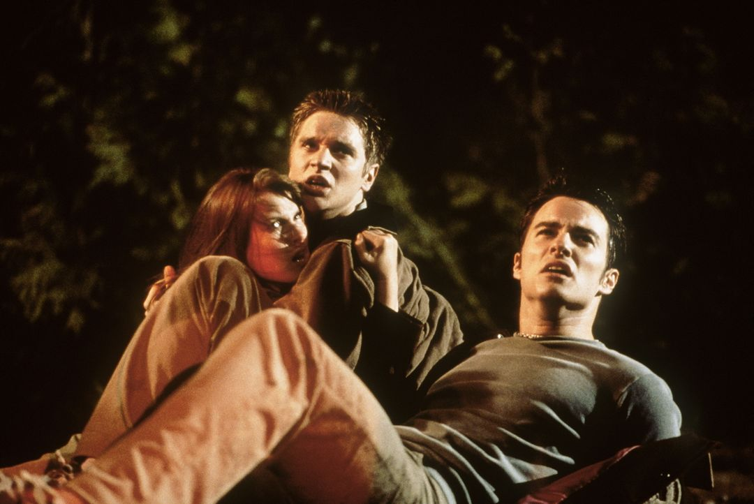 "Auf dem Weg zum ""final destination"": Alex (Devon Sawa, M.), Clear (Ali Larter, l.) und Carter (Kerr Smith, r.) ... - Bildquelle: New Line Cinema"