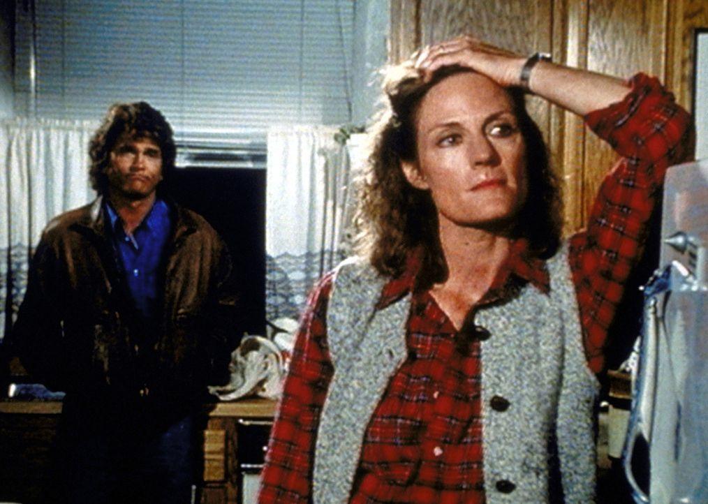 Billie (Gail Strickland, r.) gibt Jonathan (Michael Landon, l.) zu verstehen, dass sie sich der angespannten Lage in ihrer Familie nicht mehr gewach... - Bildquelle: Worldvision Enterprises, Inc.