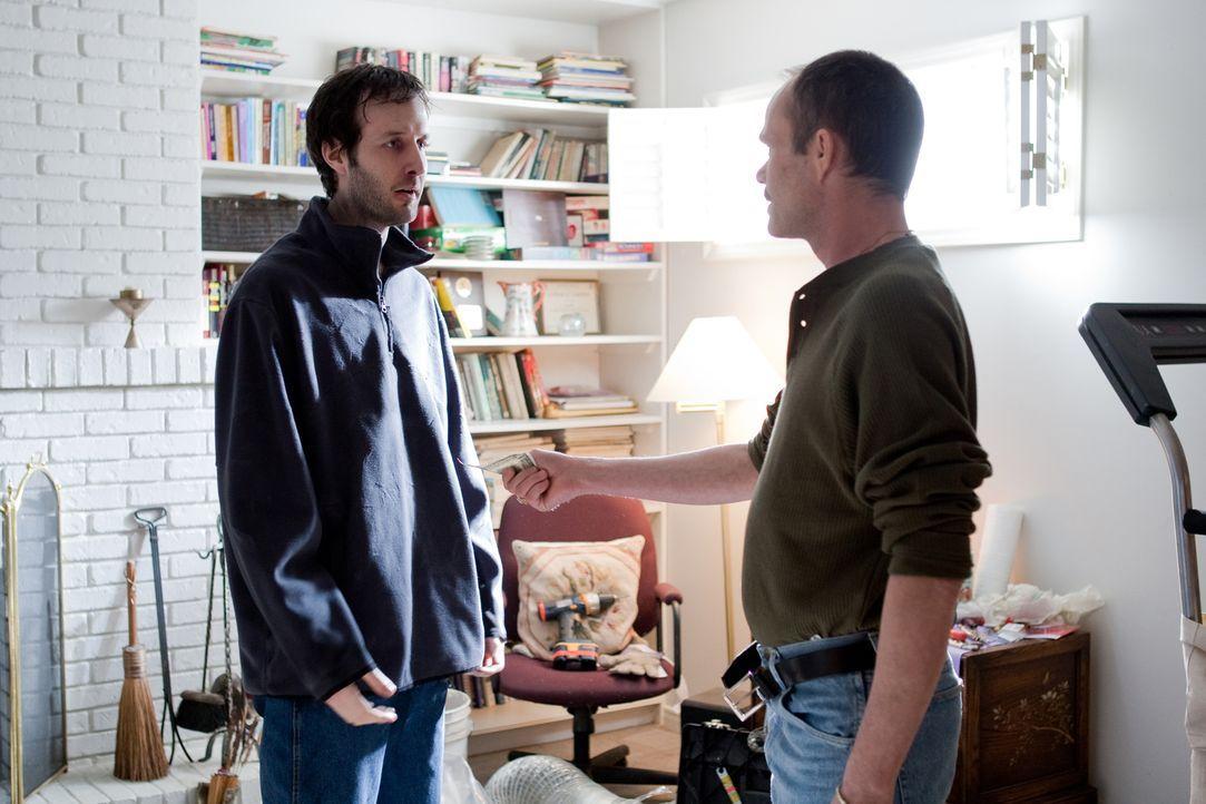 Was geschah zwischen Dennis Dollinger (Richard Hirschfield, r.) und Steven Watson (Rob Bird, l.)? Denn wenig später wird die Leiche von Dennis Dolli... - Bildquelle: Darren Goldstein Cineflix 2008