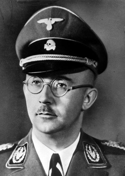 Mit Hilfe der SS und der Gestapo und anderer von ihm direkt oder indirekt kontrollierter Organe schuf Heinrich Himmler ein System der Überwachung, d... - Bildquelle: Popperfoto/Getty Images