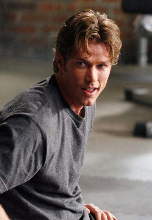 Ist von Kevin ziemlich angetan: Chad Barry (Jason Lewis) ... - Bildquelle: Disney - ABC International Television