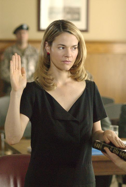 Alice (Leisha Hailey) muss schwören, dass sie die Wahrheit sagt - doch wird sie Tasha wirklich verraten? - Bildquelle: Metro-Goldwyn-Mayer Studios Inc. All Rights Reserved.